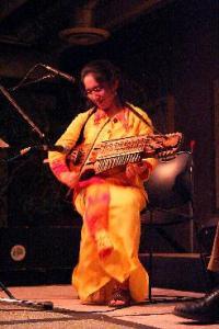 Sandra Wong, violin and nyckelharpa